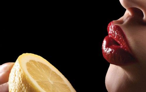 miracle-berry-eating-lemon