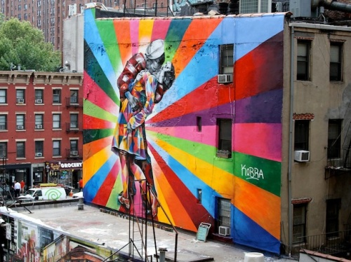 street-art-Eduardo-Kobras-mural-of-Alfred-Eisenstaedts-photo-Day-in-Times-Square-Chelsea-NYC-USA-mini